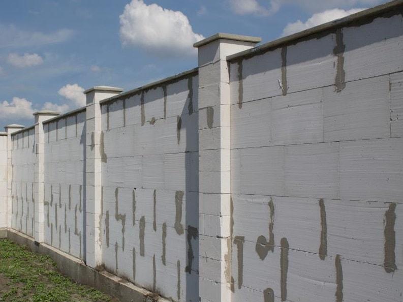 Заборы из газобетона